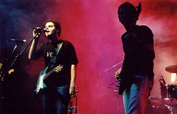 Pelvs ao vivo em BH com Pedrão na formação (trumpete, guitarra, voz). Foto de Eugênio Vieira